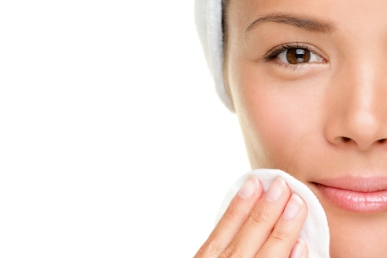 Comment-resserrer-les-pores-de-peau-du-visage-de-facon-naturelle-1